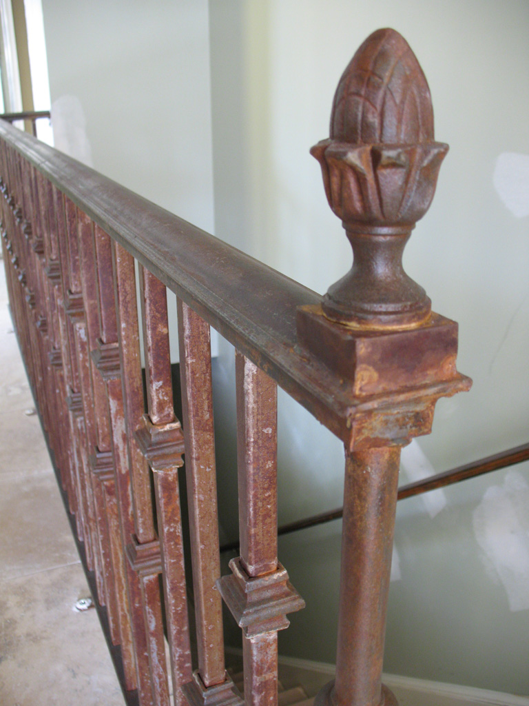 iron-anvil-railing-single-top-collars-three-fountains-3