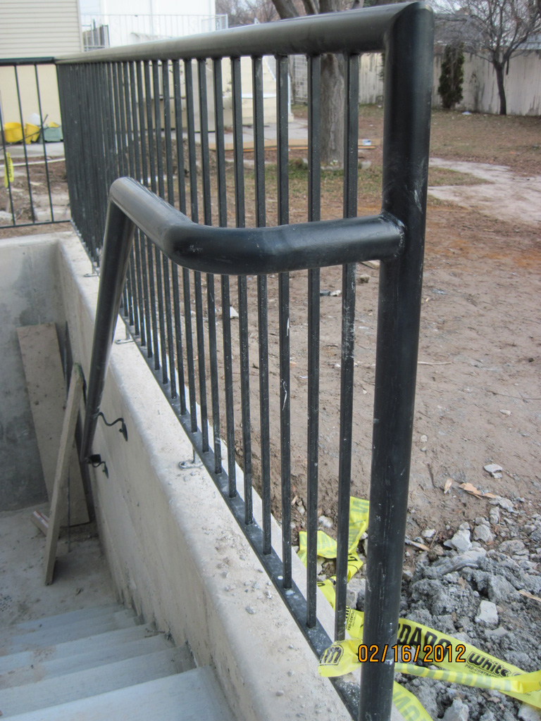 iron-anvil-railing-single-top-pipe-top-united-contractor-temple-on-redwood-rd-1