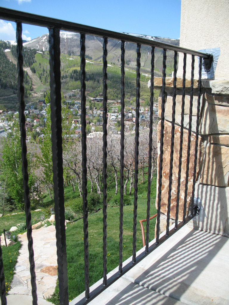iron-anvil-railing-single-top-simple-hammered-tube-gate-rail-spiral-aire-dr-park-city-5