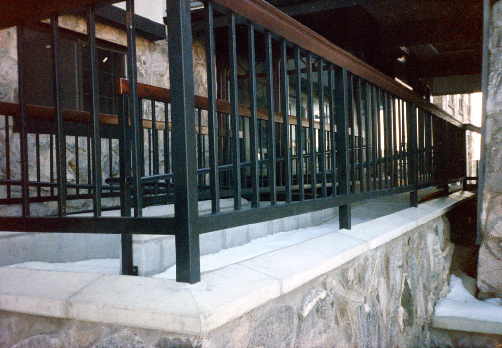 iron-anvil-railing-single-top-simple-radisson-hotel-141-4
