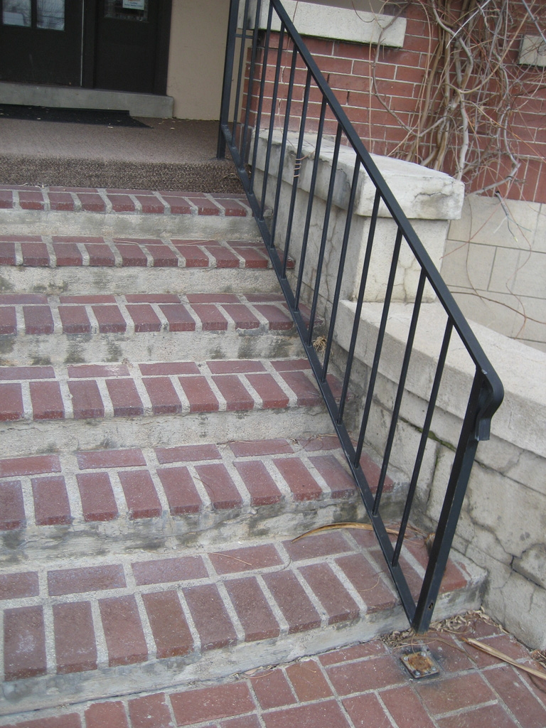 iron-anvil-railing-single-top-simple-rail-black