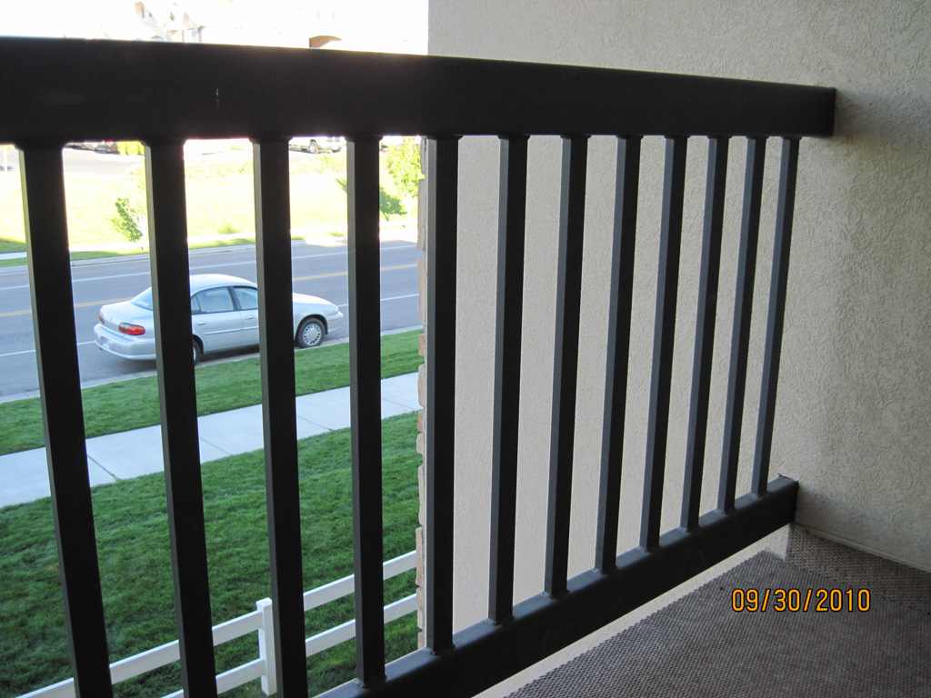 iron-anvil-railing-single-top-simple-tube-top