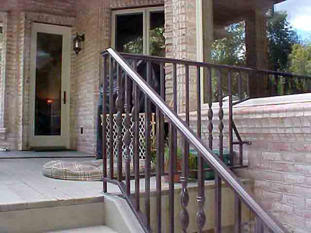 iron-anvil-railing-single-top-twist-clintworth-by-others