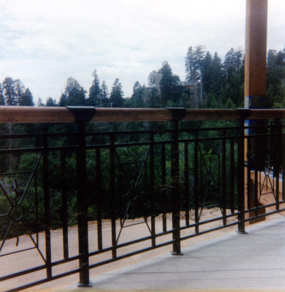 iron-anvil-railing-x-pattern-copper-12-1019-christensen-5