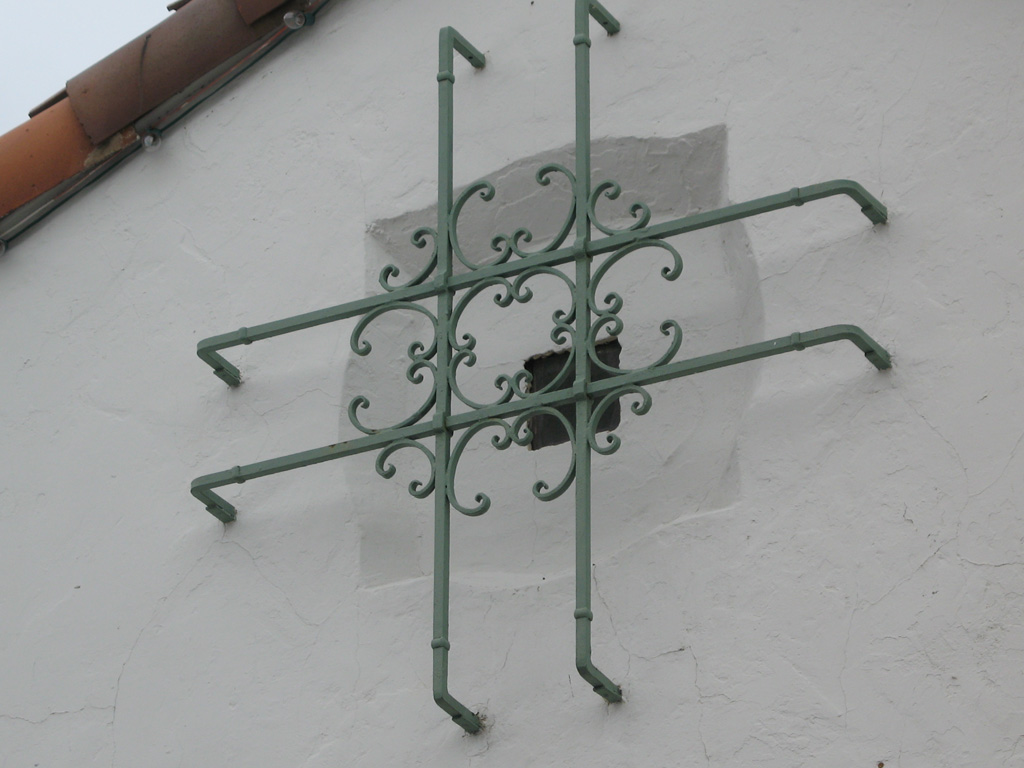 iron-anvil-security-window-guards-by-others