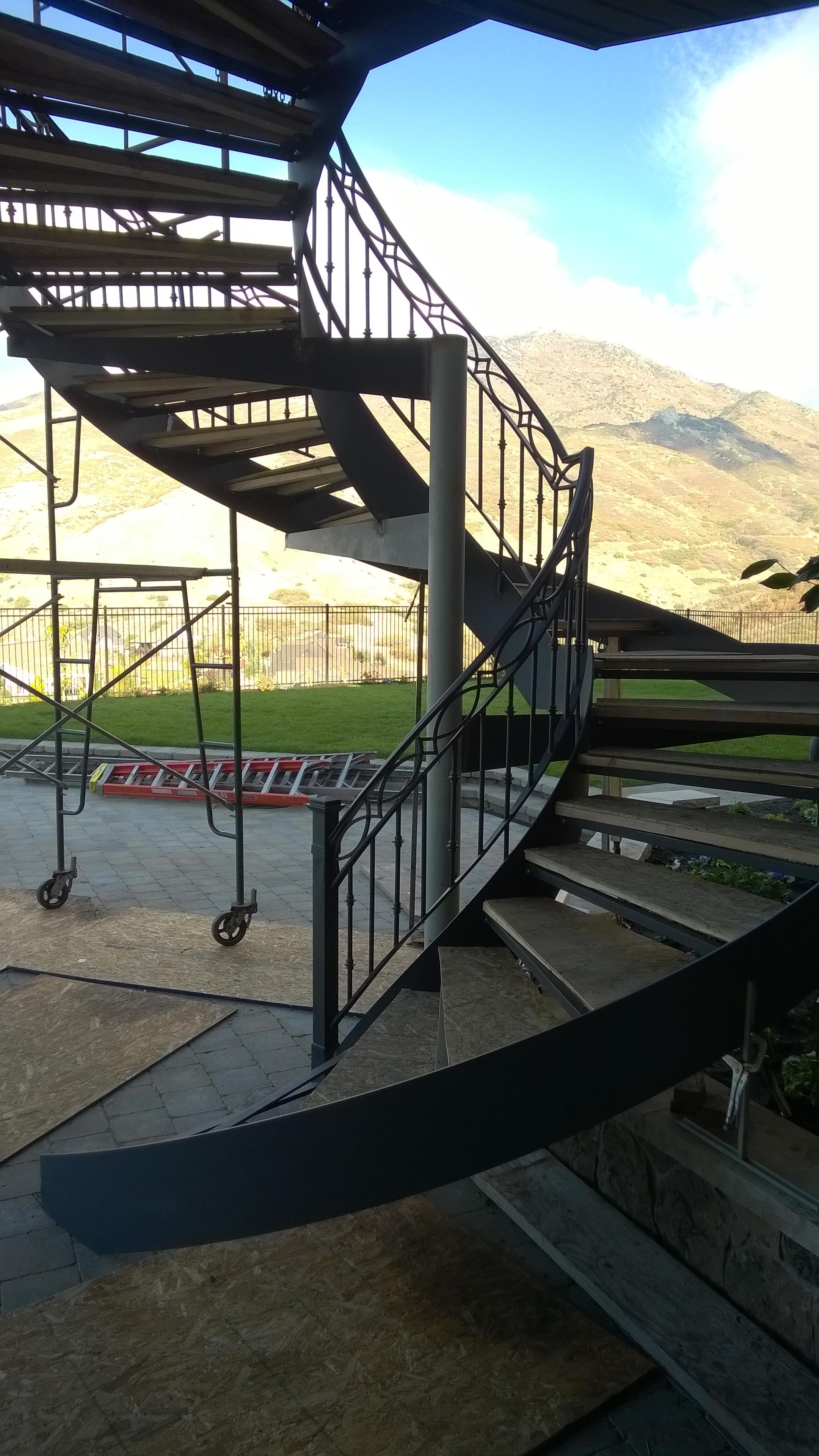 41-0061-iron-anvil-stairs-grand-circular-tread-concrete-18189-COSGRAVE    (2)