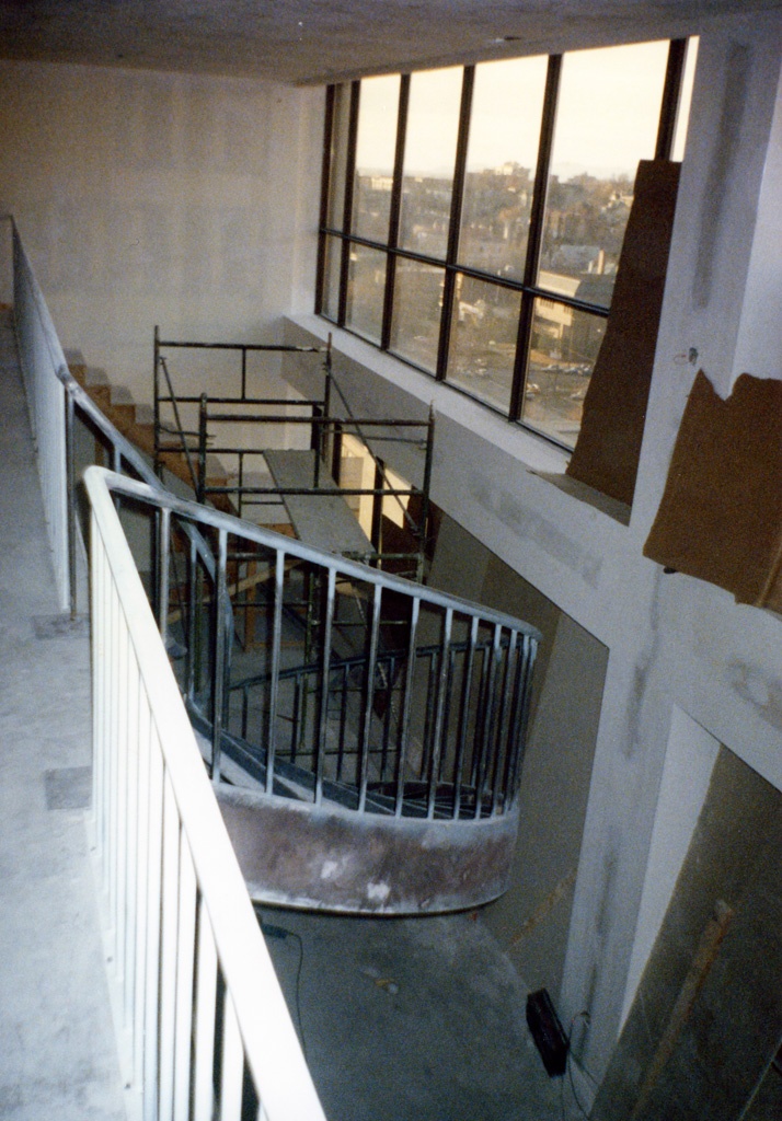 41-0020-iron-anvil-stairs-grand-circular-treads-angle-iron-Wikens-1