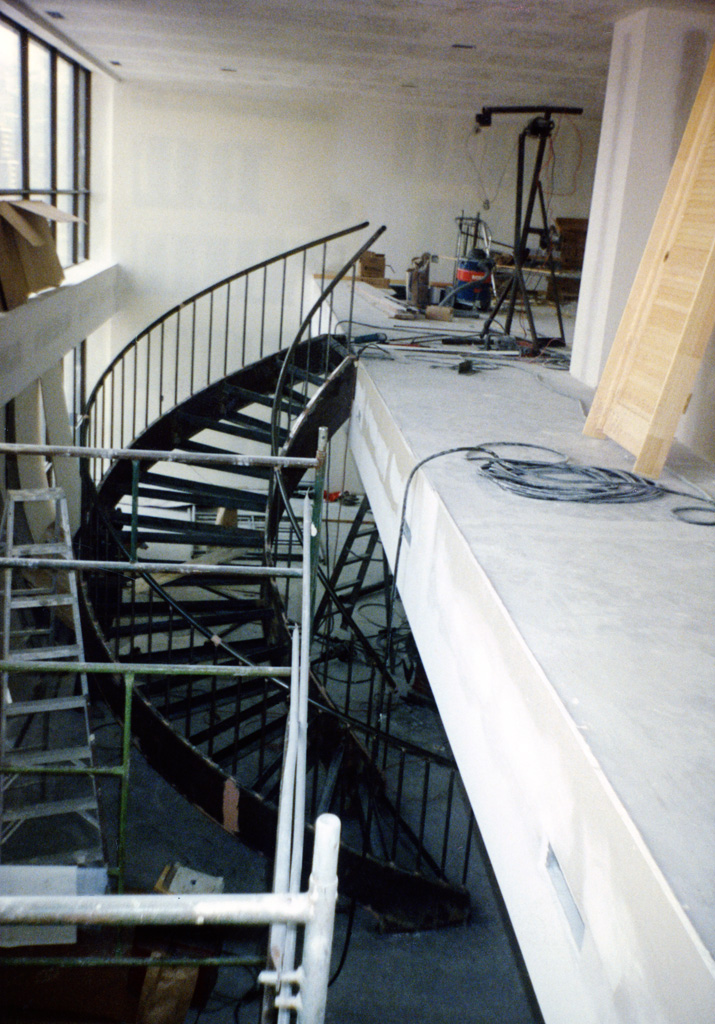 41-0020-iron-anvil-stairs-grand-circular-treads-angle-iron-Wikens-17