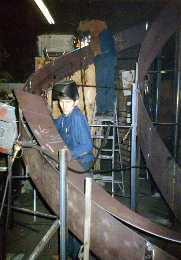 41-0020-iron-anvil-stairs-grand-circular-treads-angle-iron-Wikens-42