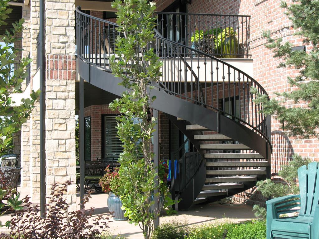 41-0060-iron-anvil-stairs-grand-circular-treads-concrete-13415-ferran-kilgore-7