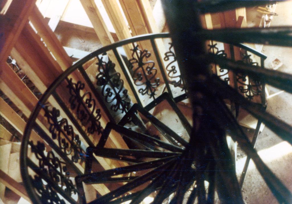 iron-anvil-stairs-spiral-angle-iron-no-tread-6-ft-diameter-xx-xx02-2