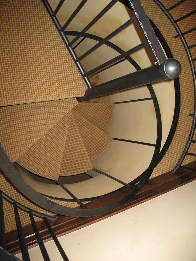 iron-anvil-stairs-spiral-carpet-yukon-14383-lot-61-deer-crest-2