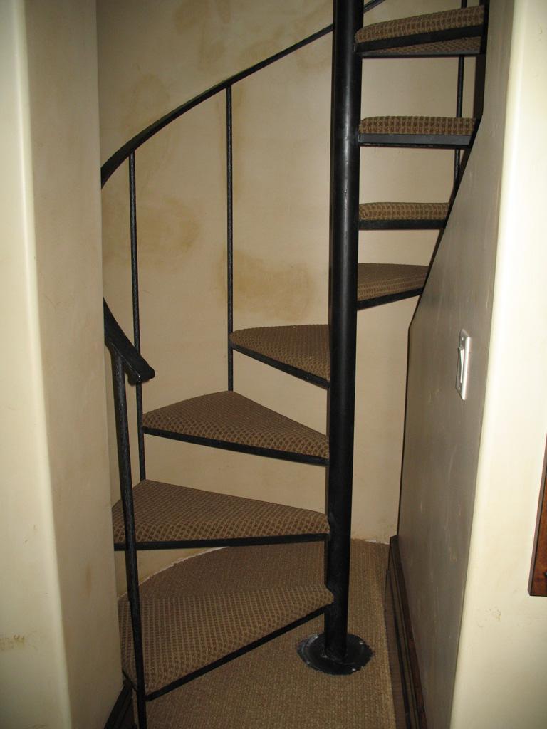 iron-anvil-stairs-spiral-carpet-yukon-14383-lot-61-deer-crest-3