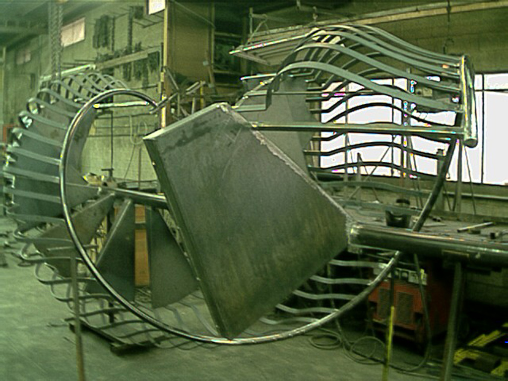 iron-anvil-stairs-spiral-smooth-smith-belly-rail-12